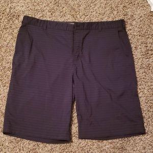 Mens Nike golf shorts. Size 40.